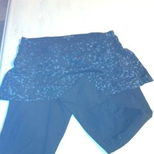 Other - Athleta Blk Blue Leopard Print Capri SZ Med